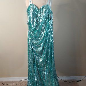 NWT Faviana Green Sequined Long Gown in Plus Size